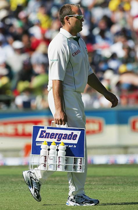 Jacques Kallis carrying drinks