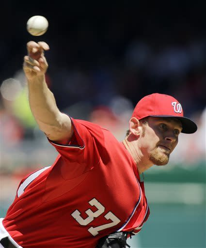Strasburg outlasts Hamels as Nats top Phillies 6-1