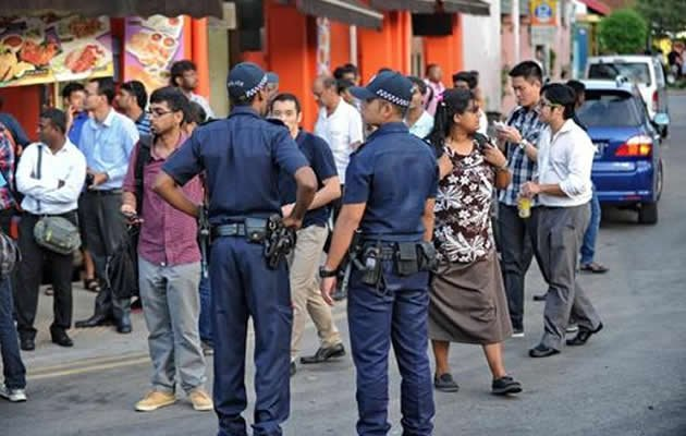 The police have questioned nearly 4,000 foreign workers in a widening crackdown following the city-state's first riot in more than 40 years. (AFP Photo)