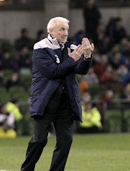 Giovanni Trapattoni is considering tweaking Ireland&#39;s tactics before Euro 2012 gets underway