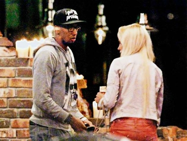 Jerome Boateng substitutes sleep for quality time with attractive blonde model (Bild)