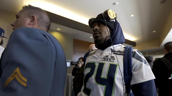Seattle's Lynch keeps comments brief again