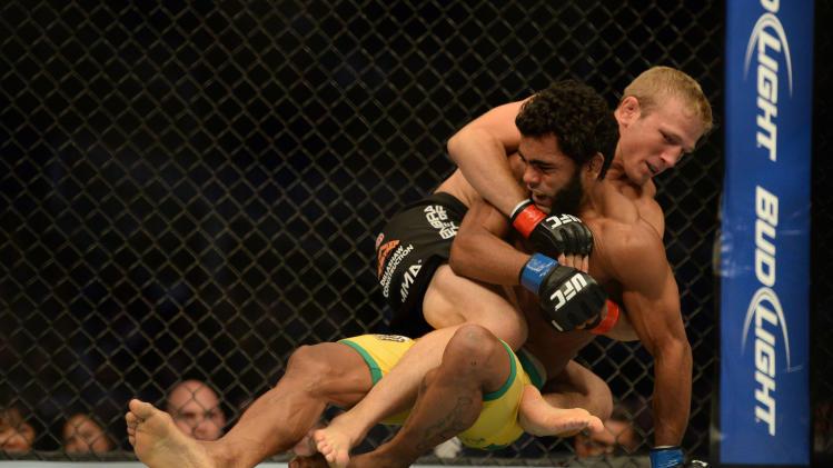 MMA: UFC on FOX 7-Dillashaw vs Viana