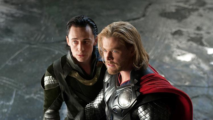 Thor Paramount Pictures 2011 Tom Hiddleston Chris Hemsworth