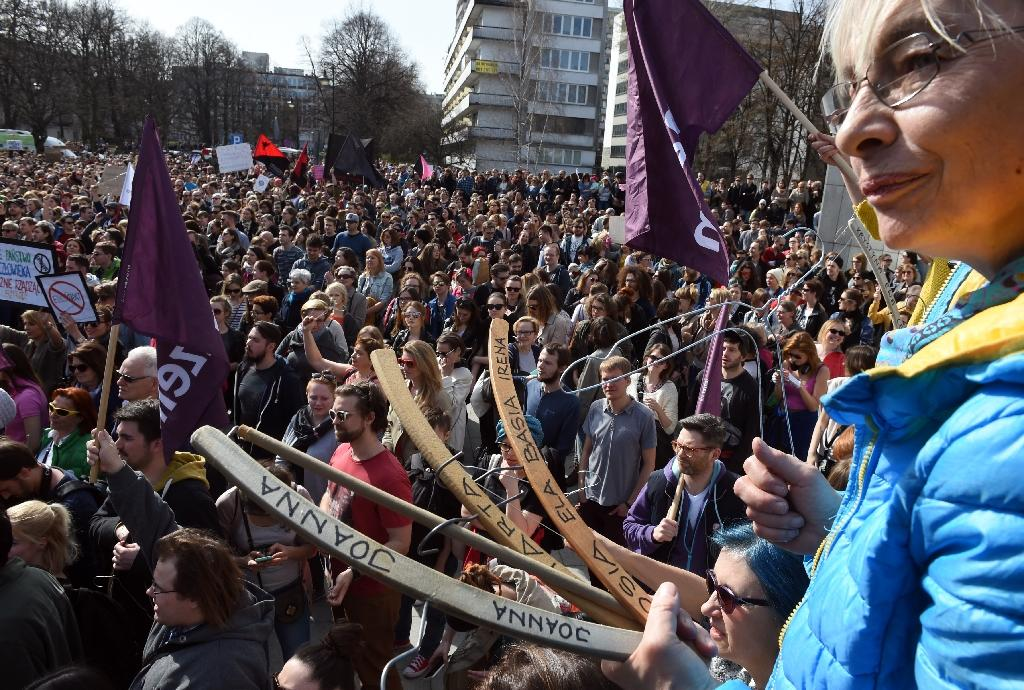 Polish lawmakers approve change to freedom of assembly