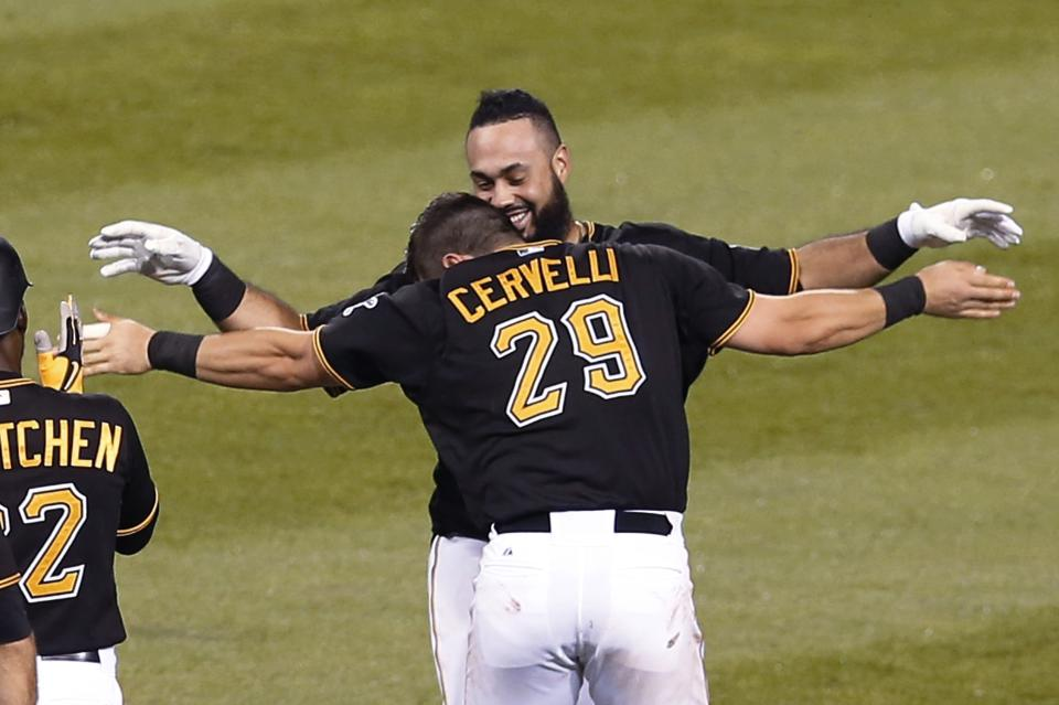 Alvarez's RBI single in 9th lifts Pirates past Padres, 2-1