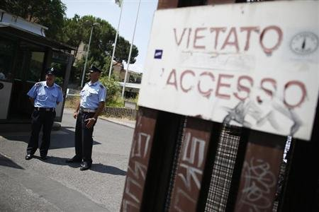 "Security guards stand in front of the entrance of the courthouse in Rome June 28, 2013. Senior Vatican cleric, Monsignor Nunzio Scarano, suspected of trying to help rich friends bring millions of euros into Italy illegally was arrested on Friday as part of an investigation into the Vatican bank, police sources and his lawyer said. The banner reads ""entrance forbidden"". REUTERS/Tony Gentile"