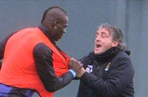 Mancini dismisses Balotelli exit rumors