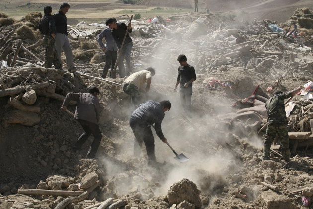 In this Sunday, Aug. 12, 2012 photo, Iranians search the ruins of buildings after Saturday&#39;s earthquake in a village near the city of Varzaqan in northwestern Iran. Over 300 people have died from Saturday&#39;s twin earthquakes in Iran&#39;s East Azerbaijan province. Iran is located on seismic fault lines, is prone to earthquakes and it experiences at least one earthquake every day on average, although the vast majority are so small they go unnoticed. (AP Photo/Ali Hamed Haghdoust, Mehr News Agency)
