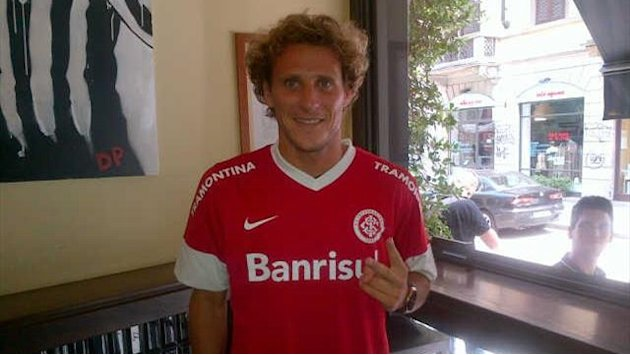Forlan leaves Inter for Brazil