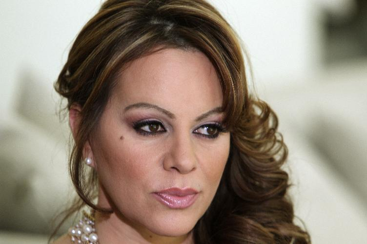 FILE - In this March 8, 2012 file photo, Mexican-American singer and reality TV star Jenni Rivera poses during an interview in Los Angeles. (AP Photo/Reed Saxon, File)