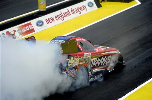 Courtney Force tops father in NHRA Funny Car race