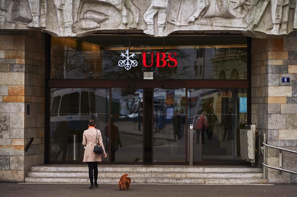 France asks Switzerland to hand over 45,000 UBS accounts: report