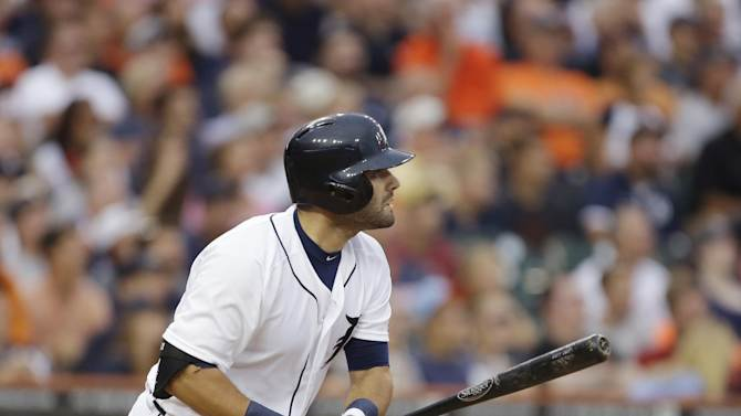 Fister, Tigers edge Phillies 2-1