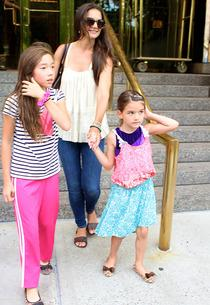 Katie and Suri Holmes with friend (left) | Photo Credits: 247PapsTV / Splash News
