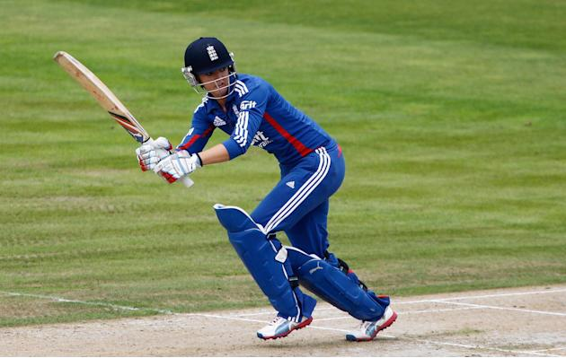 Sarah Taylor top scored with an unbeaten 65