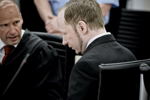 Der norwegische Attentter Anders Behring Breivik hat einer berlebenden zufolge vor Freude geschrien, als er bei dem Anschlag auf der Insel Utya im vergangenen Jahr auf Jugendliche schoss. Die Frau ist die erste Augenzeugin, die zu dem Massaker aussagt