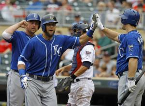 Royals score 7 in 2nd, beat Twins 12-6