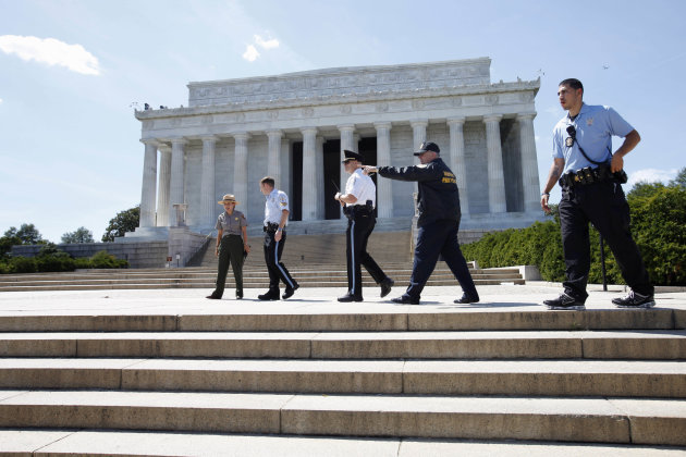 Security keeps people from entering the Lincoln Memorial in Washington, Tuesday, Aug. 23, 2011, after it was evacuated following an earthquake in the Washington area. A 5.9 magnitude earthquake centered in Virginia forced evacuations of all the monuments on the National Mall in Washington and rattled nerves from Georgia to Martha&#39;s Vineyard, the Massachusetts island where President Barack Obama is vacationing. No injuries were immediately reported. (AP Photo/Jacquelyn Martin)