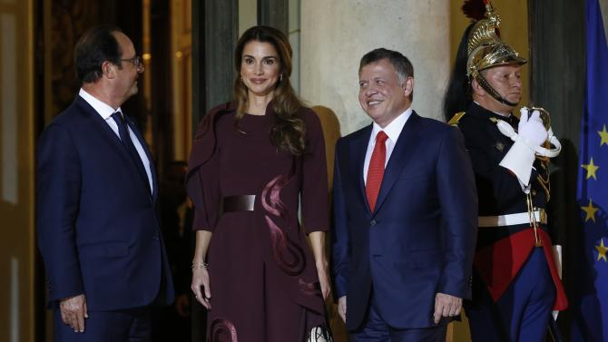 French President Hollande, King Abdullah of Jordan, and Queen Rania Al Abdullah pose outside the Elysee Palace in Paris
