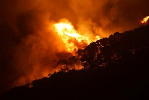 Wildfires in Australia fanned by hot, dry conditions …