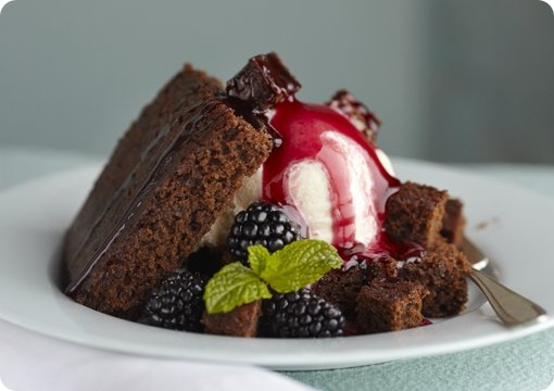 Blackberry Gingerbread Sundae with Caramel Sauce