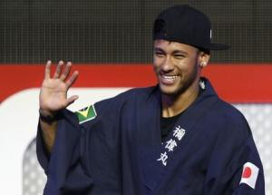 "Brazilian soccer player and Barcelona forward Neymar waves as he wears ""yukata"" after receiving it as a souvenir from the organizer during a fan event in Tokyo"