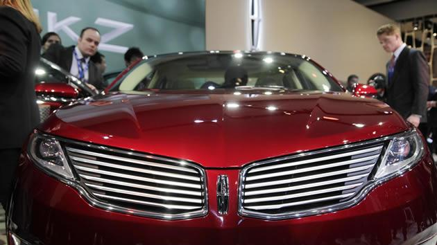 Front grille of the 2013 Lincoln MKZ 2.0 liter gas electric hybrid