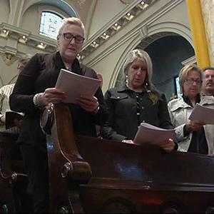 'Mass Mobs' Fill Pews in Struggling Churches
