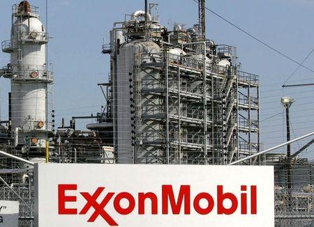 Exxon, Chevron holders say 'no' to adding climate experts to boards