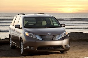 Front-wheel-drive versions of the Toyota Sienna are recommended by Consumer Reports.