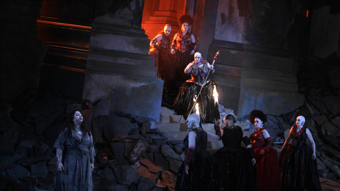 """In this photo taken Tuesday, Oct. 2, 2012, in Chicago, Jill Grove as Klyamnestra, with sceptor, and Christine Goerke as Elektra, lower left, perform during the first act of a dress rehearsal of the Lyric Opera of Chicago's new production of """"Elektra."""" (AP Photo/M. Spencer Green)"""