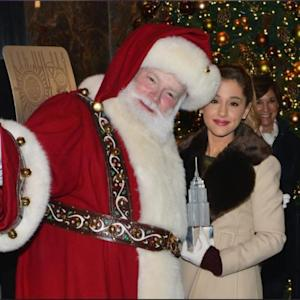 Ariana Grande & Santa Claus Help New York Get Ready For Thanksgiving!