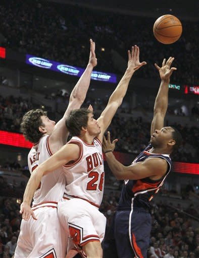 Deng's layup with 3.7 left leads Bulls past Hawks