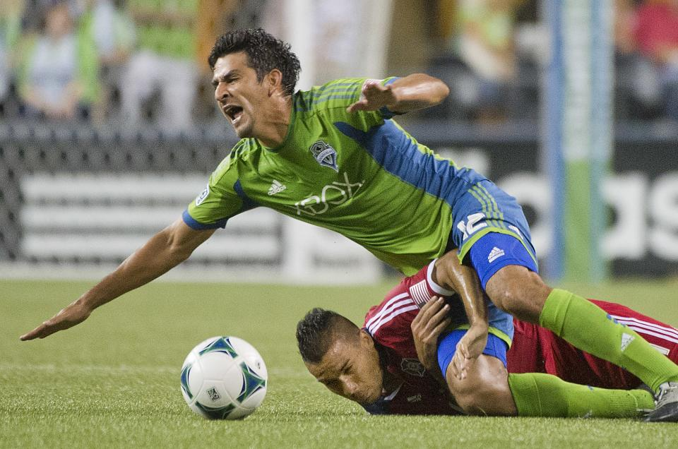 Own goal gives Sounders 2-1 win over Fire