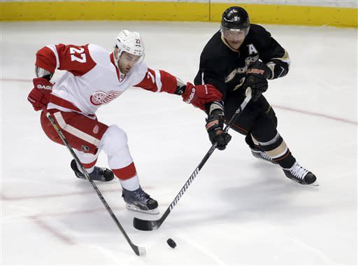 Red Wings blow 3-goal lead, beat Ducks 5-4 in OT