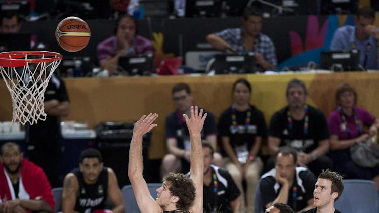 Kenneth Faried of the U.S, tries to dunks against New Zealand during the Group C Basketball World Cup match, in Bilbao northern Spain, Tuesday, Sept. 2, 2014. The 2014 Basketball World Cup competition take place in various cities in Spain from last Aug. 30 through to Sept. 14. (AP Photo/Alvaro Barrientos)