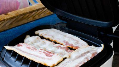 College Student Uses George Foreman Grill to Cook Bacon During Class