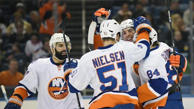 Islanders hang on for 3-2 win over Sabres