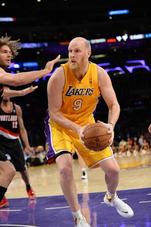AP source: Kaman agrees to deal with Blazers