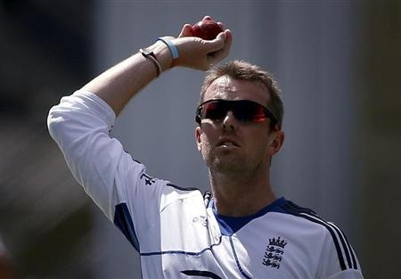 England cricket team spinner Graeme Swann prepares to bowl during a training session at the University Oval in Dunedin March 5, 2013. REUTERS/David Gray