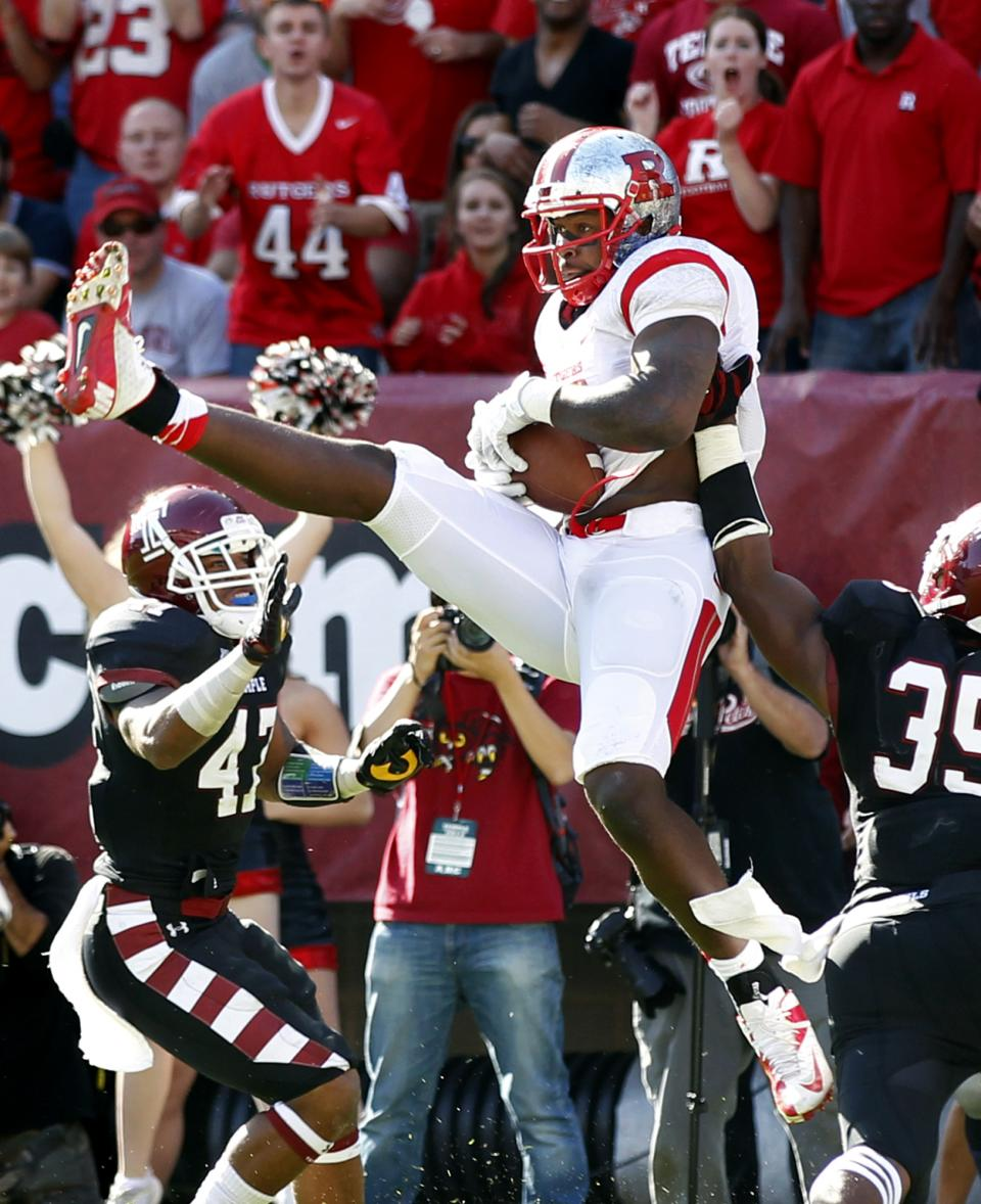 Rutgers tight end D.C. Jefferson (10) catches a pass for a touchdown during the second half of an NCAA college football game against Temple, Saturday, Oct. 20, 2012, in Philadelphia. Rutgers won 35-10. (AP Photo/Mel Evans)