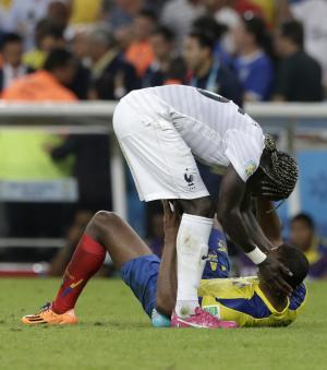 France's Bacary Sagna consoles Ecuador's Osvaldo…