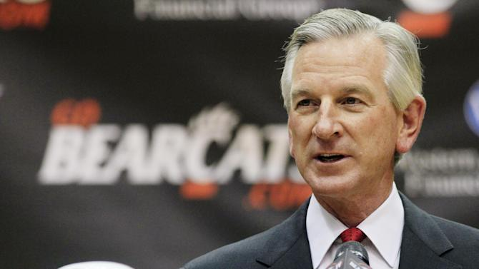 Tommy Tuberville speaks at a news conference after he was introduced as the new head football coach at the University of Cincinnati, Saturday, Dec. 8, 2012, in Cincinnati. Tuberville had been head coach at Texas Tech, and previously at Auburn and Mississippi. (AP Photo/Al Behrman)