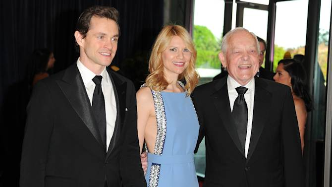 """Actor Hugh Dancy, left, his wife, actress Claire Danes from the Washington-based Showtime series """"Homeland"""", and journalist Bob Schieffer attend the White House Correspondents' Dinner at the Washington Hilton on Saturday April 27, 2013 in Washington. (Photo by Evan Agostini/Invision/AP)"""