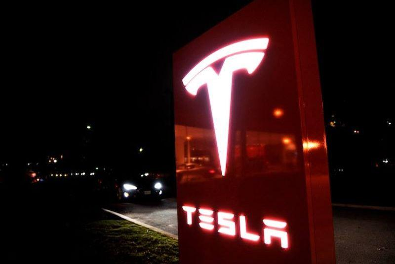 Hackers temporarily take control of Tesla's website, Elon Musk's Twitter account