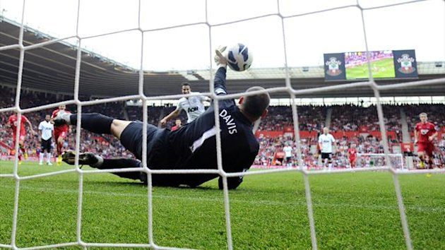 Robin van Persie penalty v Southampton