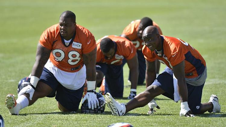 Knighton: Defense aims to complement Manning