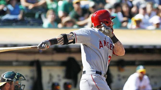 Hamilton homers, drives in 3 in Angels' 5-4 win