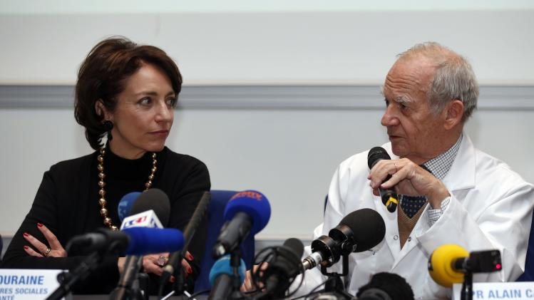 French Health Minister Touraine and surgeon Carpentier attend a news conference in Paris